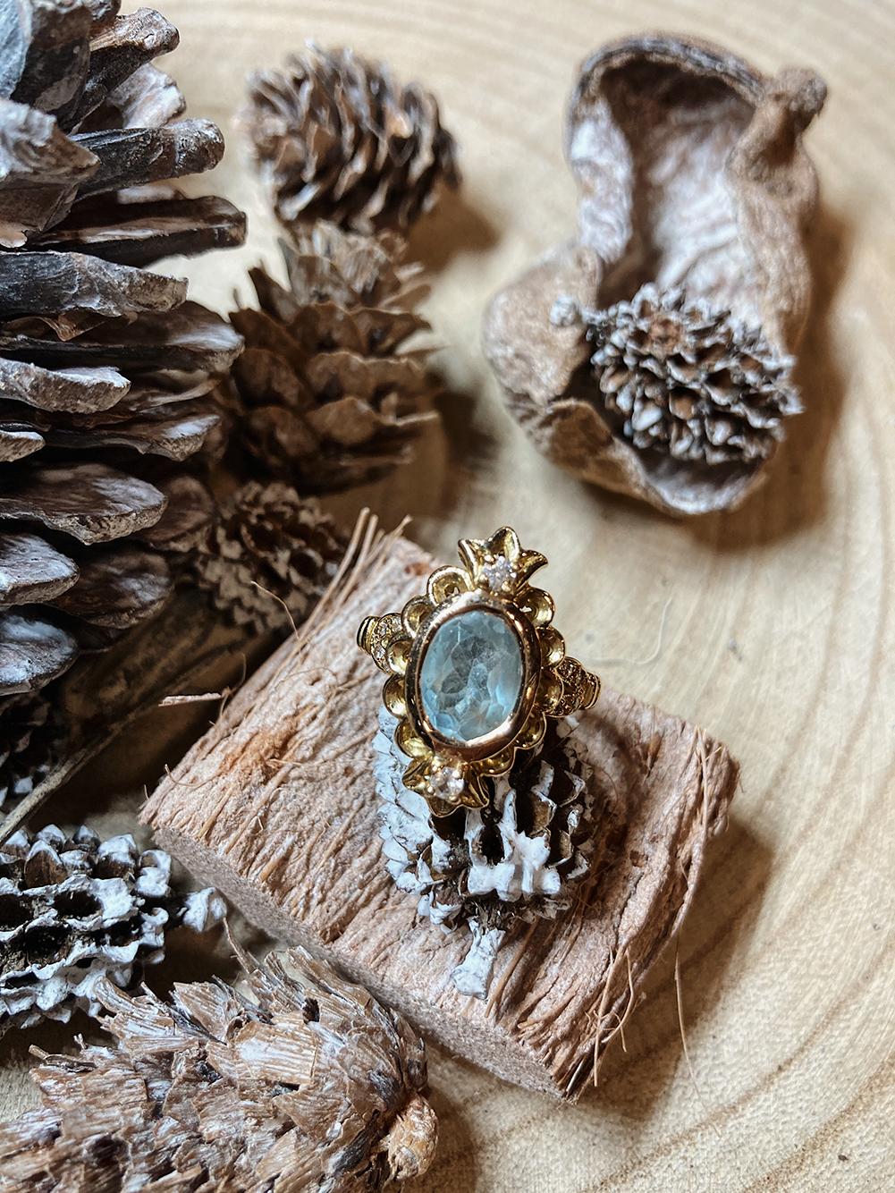 Topaze bleue et diamants sur bague or